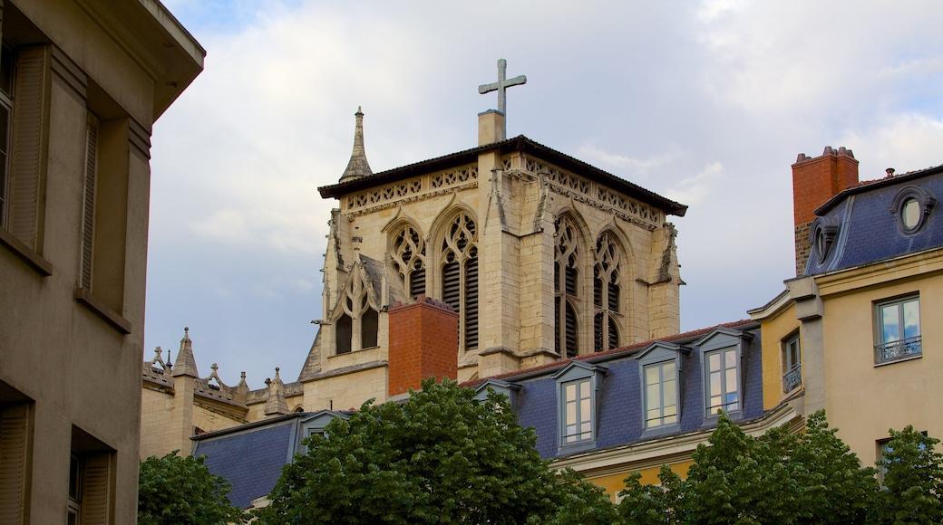 Kathedrale St. Jean welches beinhaltet religiöse Aspekte und Kirche oder Kathedrale