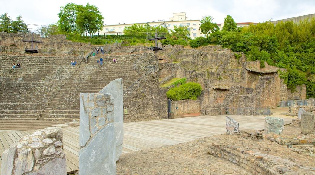 富維耶古羅馬劇場 其中包括 建築遺址