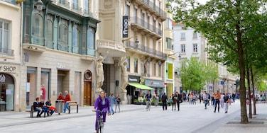 La Presqu\'ile mostrando bicicletta cosi come un grande gruppo di persone