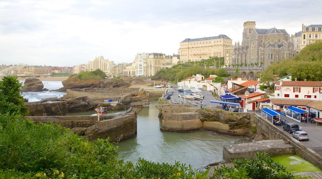 Port Vieux qui includes baie ou port