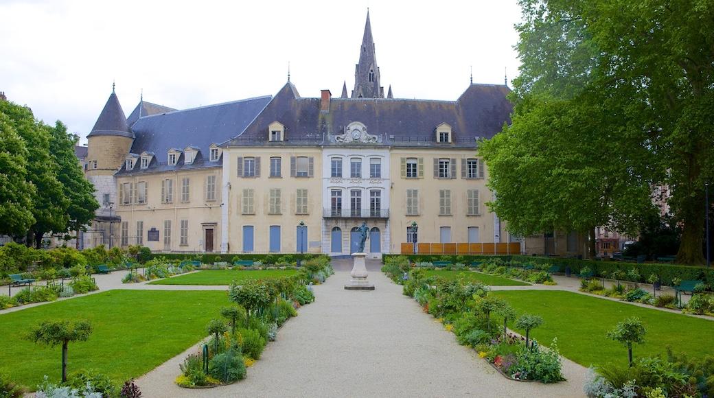 Jardin de Ville mettant en vedette jardin et patrimoine architectural
