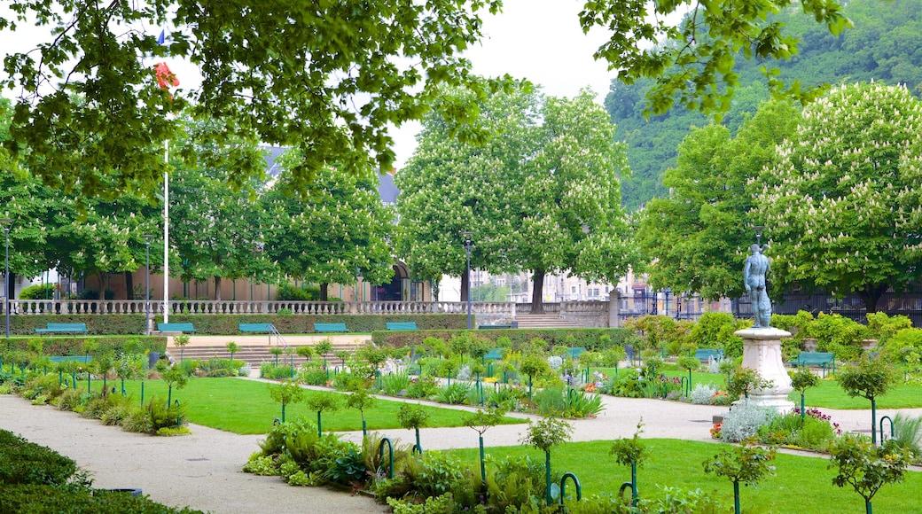 Jardin de Ville mettant en vedette parc