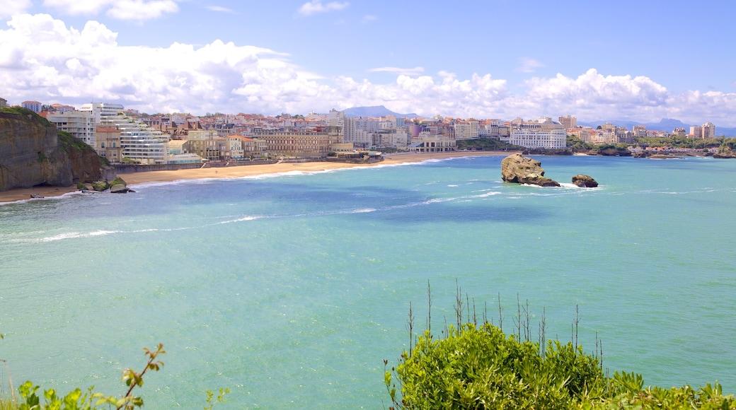 Biarritz Lighthouse showing general coastal views