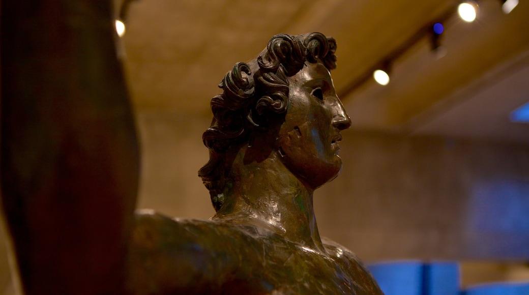 Musée de la Civilisation gallo-romaine mettant en vedette statue ou sculpture