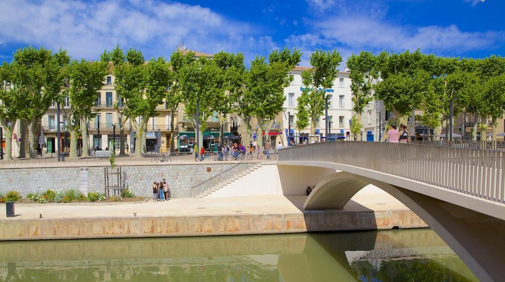 Narbonne montrant rivière ou ruisseau et pont