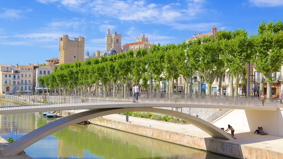 Narbonne bevat een brug en een rivier of beek