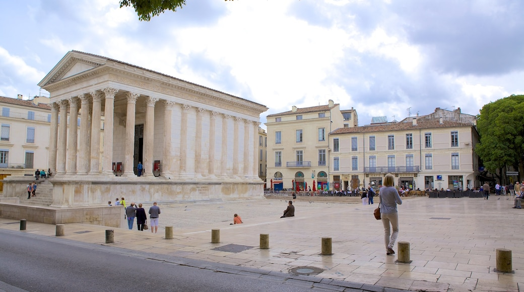Nimes featuring a square or plaza and heritage architecture