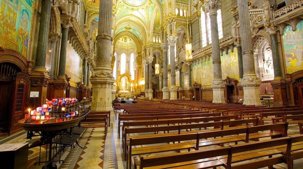 Basilique Notre-Dame qui includes église ou cathédrale, patrimoine architectural et vues intérieures