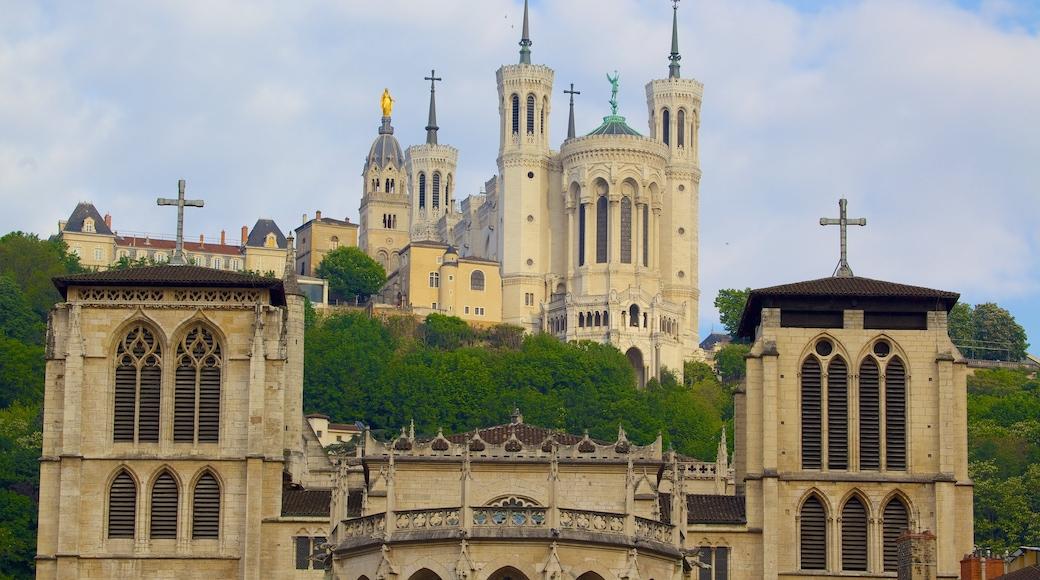 Basilique Notre-Dame montrant église ou cathédrale, patrimoine architectural et éléments religieux