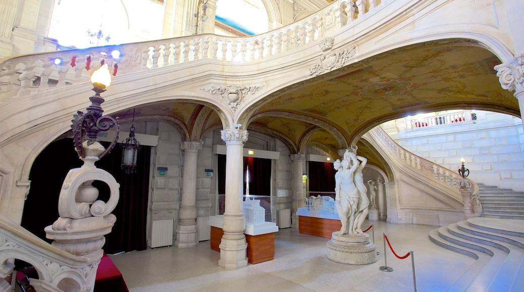 Opera mit einem Innenansichten und historische Architektur