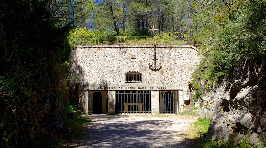 Mont Faron which includes heritage architecture
