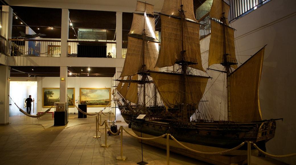 Musée National de la Marine qui includes vues intérieures