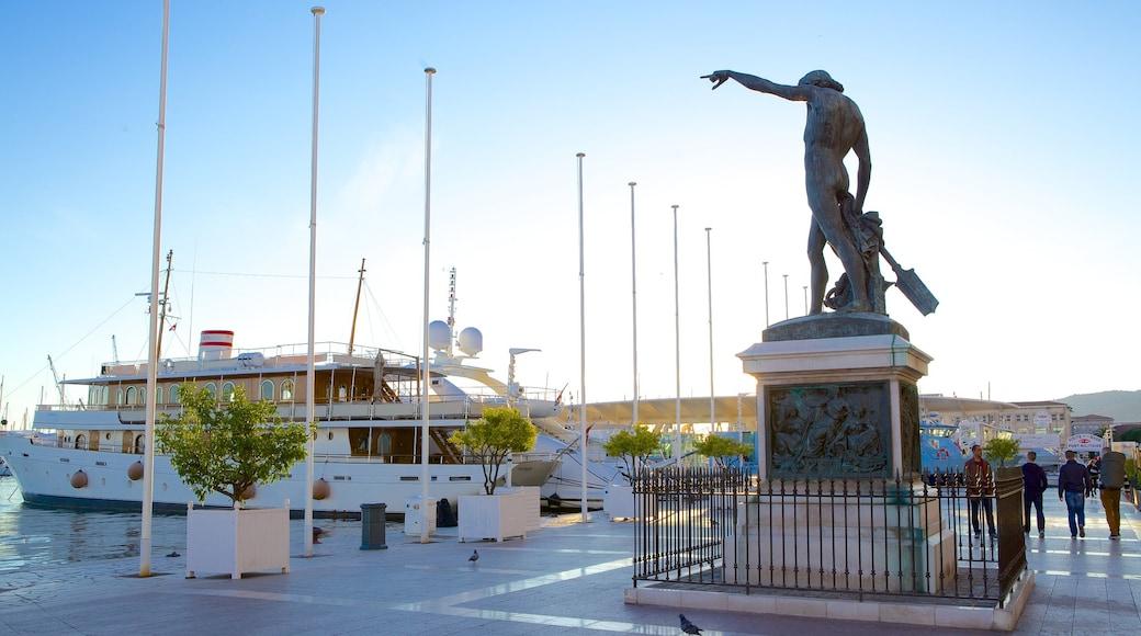 Marina de Toulon mettant en vedette statue ou sculpture et scènes de rue