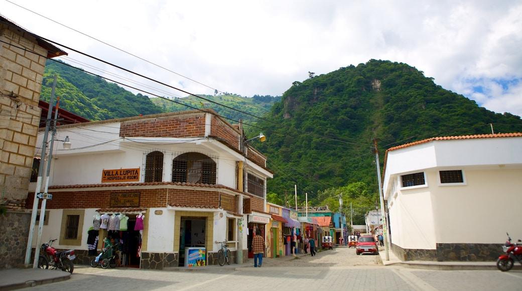 Panajachel featuring street scenes