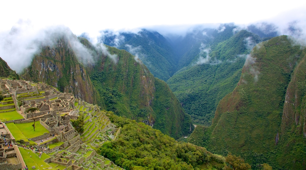 Cusco which includes mountains, building ruins and landscape views