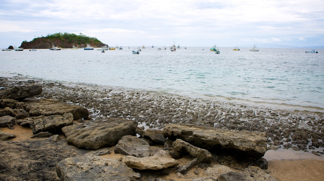 El Ocotal featuring rugged coastline
