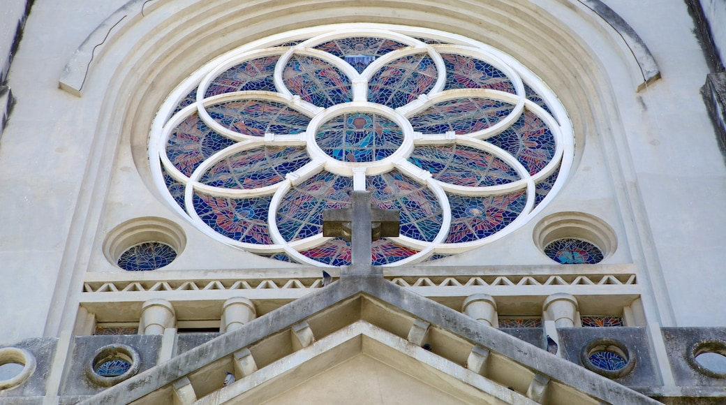 Fortaleza montrant église ou cathédrale, éléments religieux et patrimoine architectural