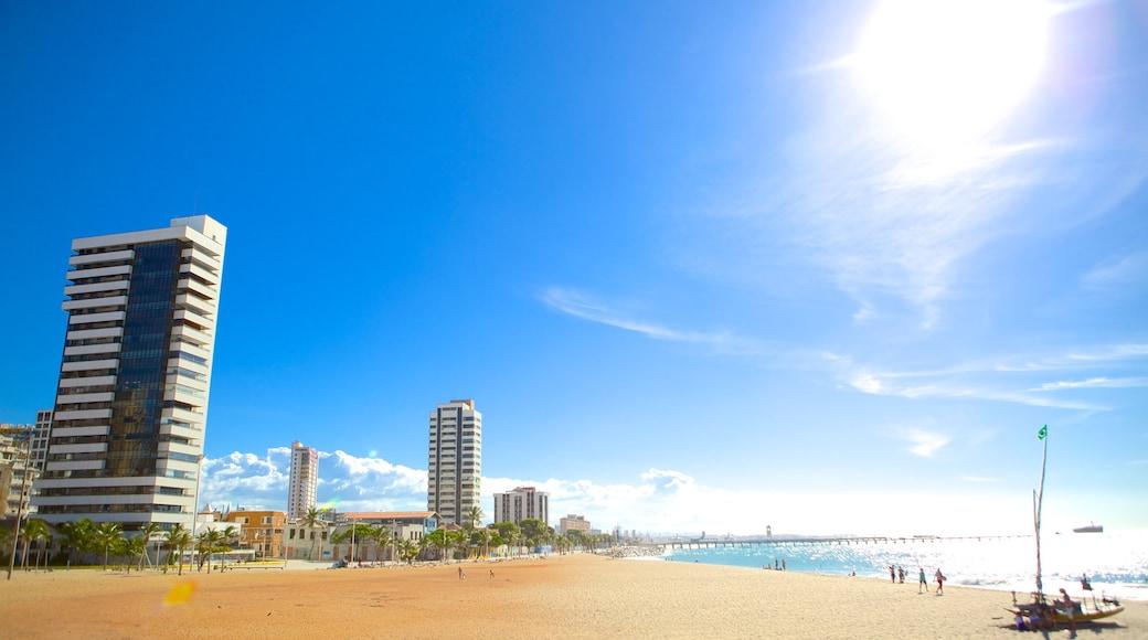Fortaleza montrant scènes tropicales, plage et quartier d\'affaires