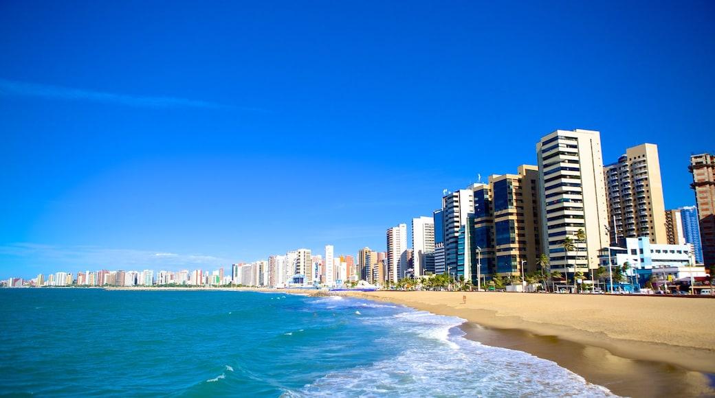 Fortaleza mettant en vedette quartier d\'affaires, building et plage de sable