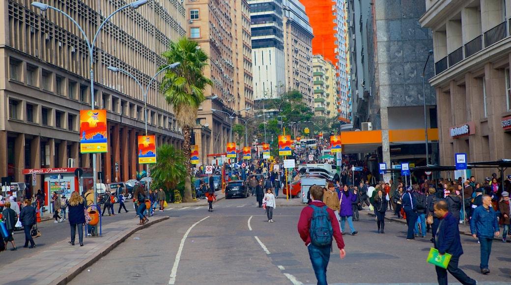 Porto Alegre mostrando cenas de rua assim como um grande grupo de pessoas
