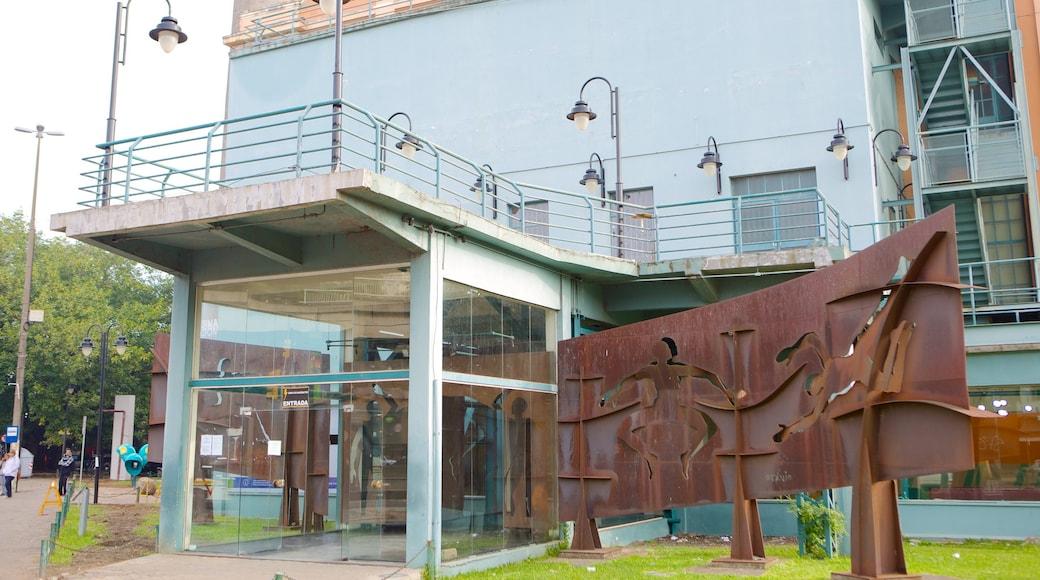 Gasómetro mostrando escenas urbanas y arte al aire libre