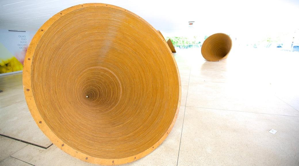 Museu Oscar Niemeyer que inclui arte