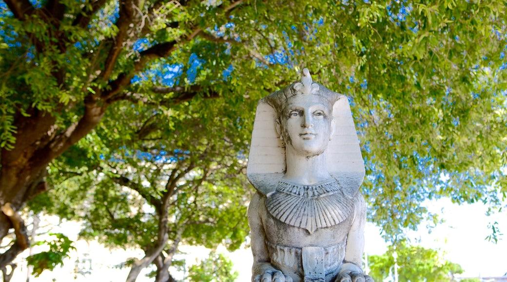 Passeio Público que incluye una estatua o escultura