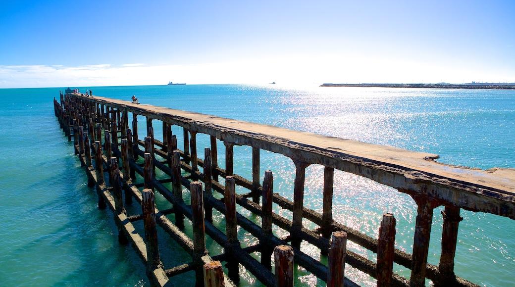 Ponte dos Ingleses showing general coastal views
