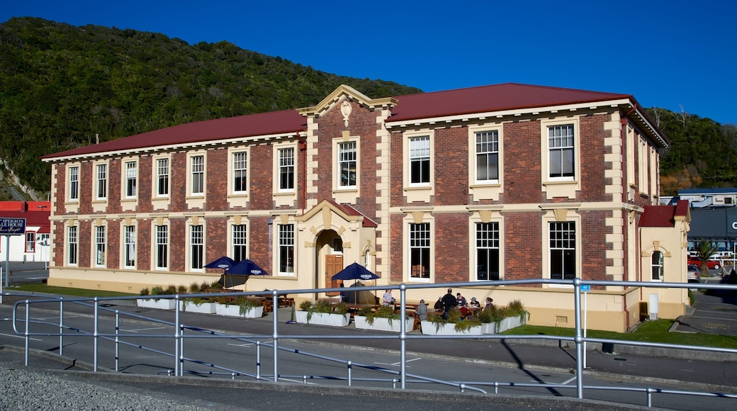 Greymouth showing heritage architecture and street scenes