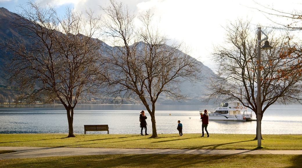Lake Wanaka showing autumn leaves and a lake or waterhole as well as a small group of people