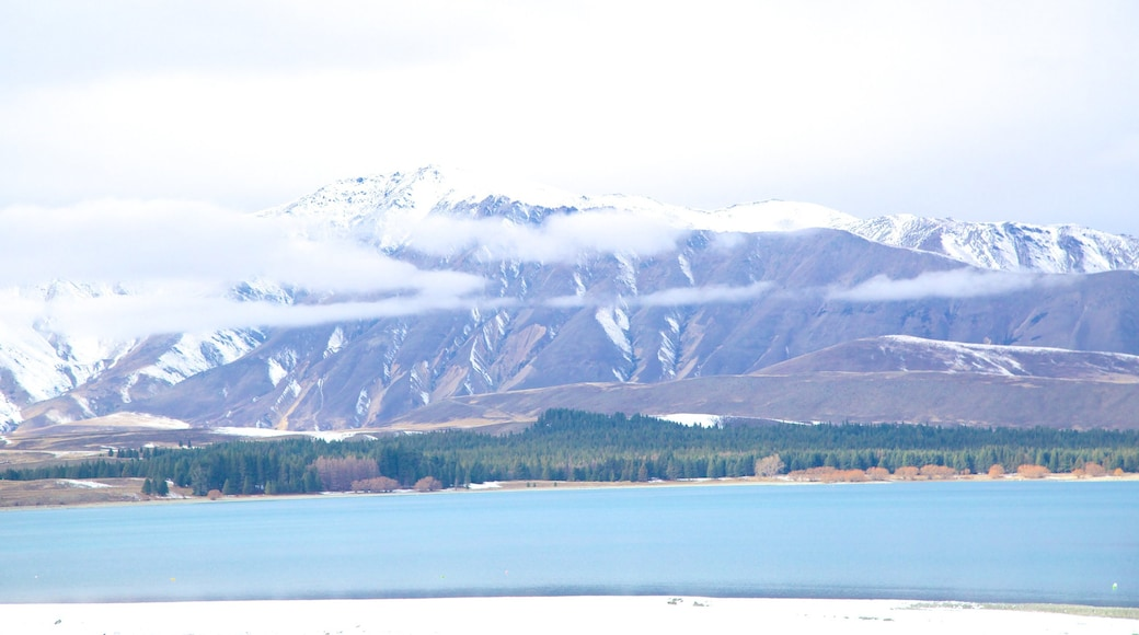 蒂卡波溫泉 其中包括 湖泊或水池, 下雪 和 山