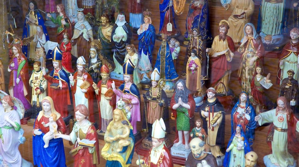 Cathédrale de Braga qui includes aspects religieux, shopping et marchés
