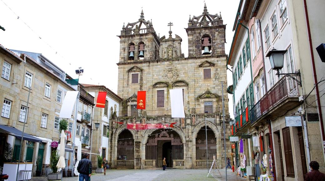 Cathédrale de Braga mettant en vedette scènes de rue et église ou cathédrale