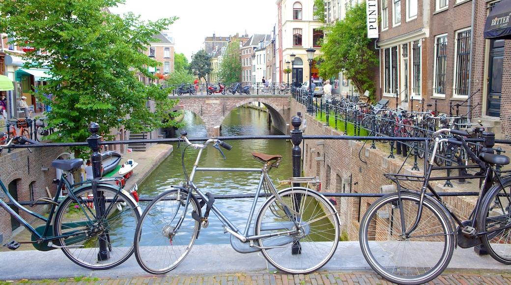 Utrecht mostrando ciclismo e um rio ou córrego