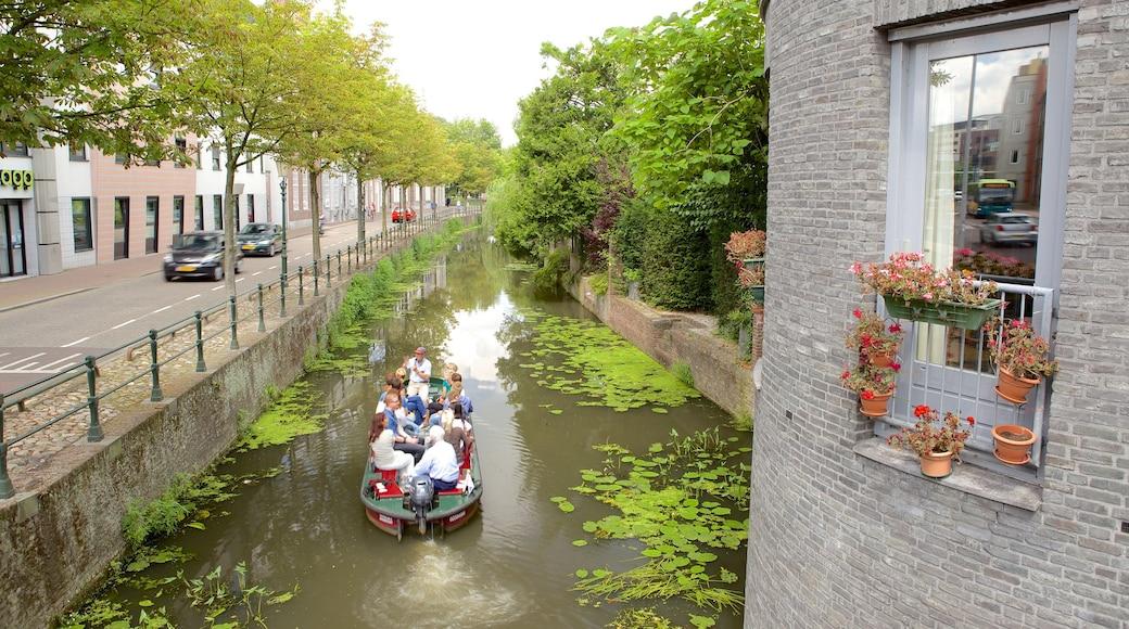Amersfoort mit einem Bootfahren und Fluss oder Bach sowie große Menschengruppe
