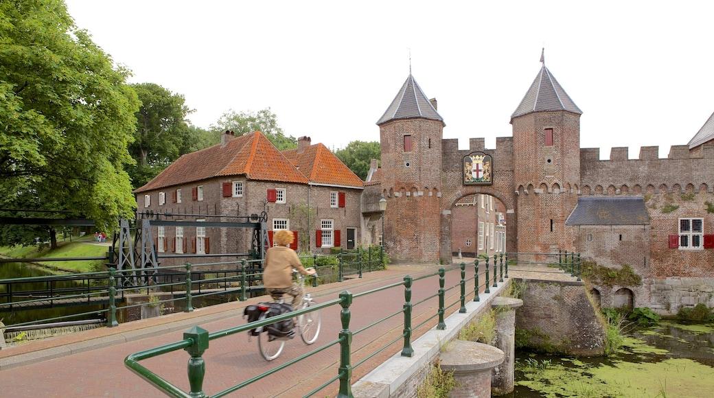 Amersfoort mit einem Geschichtliches, Fluss oder Bach und Fahrradfahren