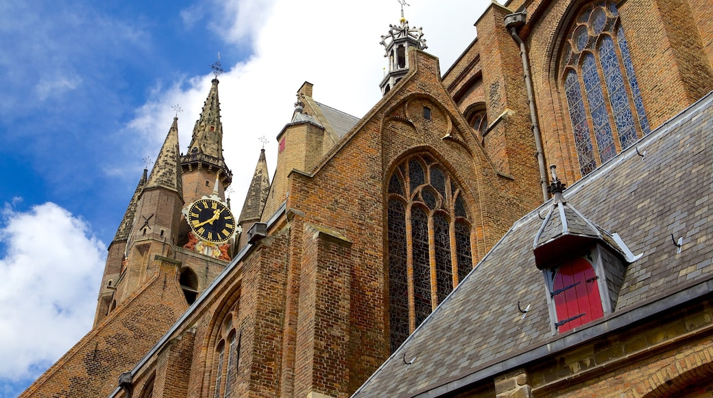 Oude Kerk which includes heritage elements, heritage architecture and a church or cathedral