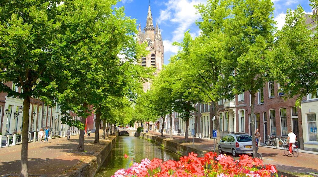 Oude Kerk welches beinhaltet Fluss oder Bach und Straßenszenen