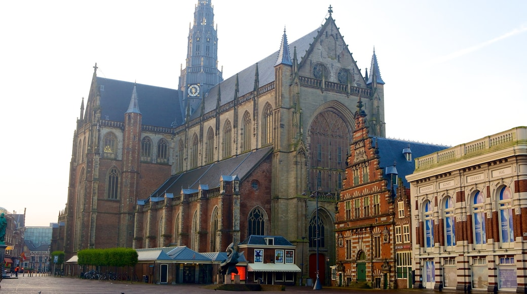 Grote Kerk inclusief straten en een kerk of kathedraal