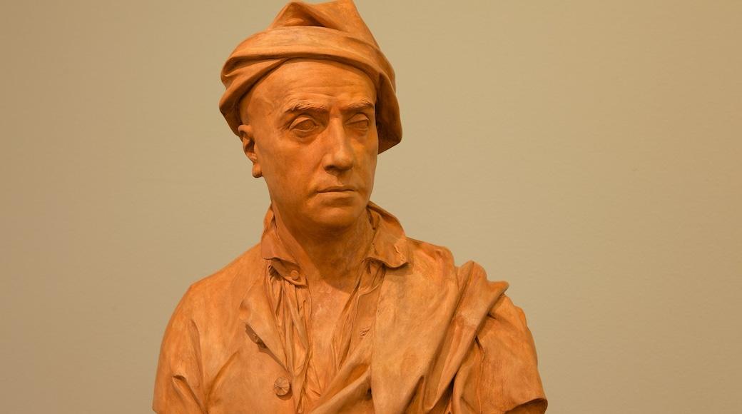 Bonnefantenmuseum bevat een standbeeld of beeldhouwwerk en interieur