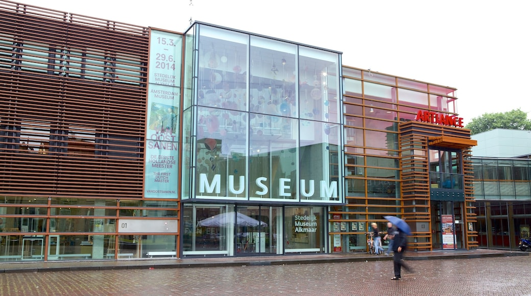 Stedelijk Museum which includes modern architecture and street scenes