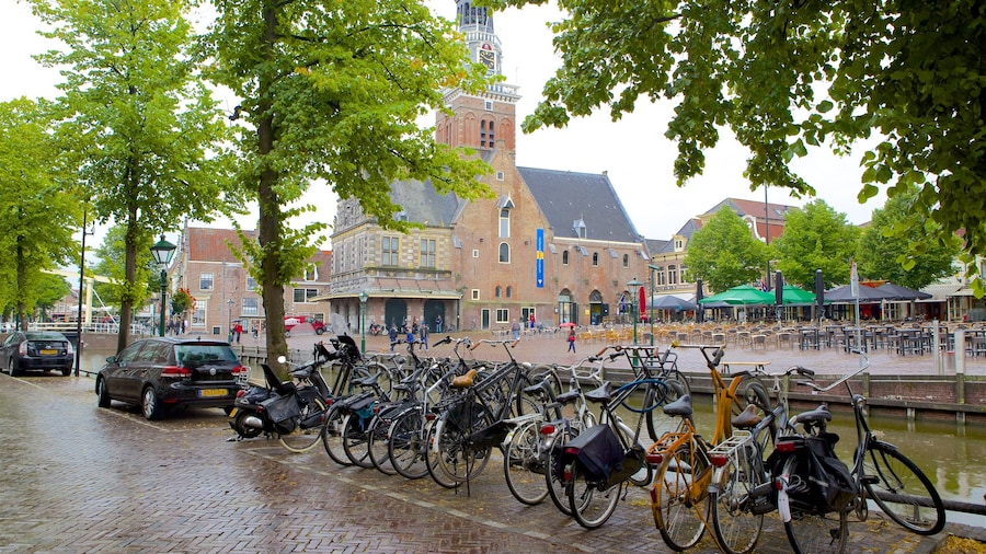 Waag which includes cycling and street scenes