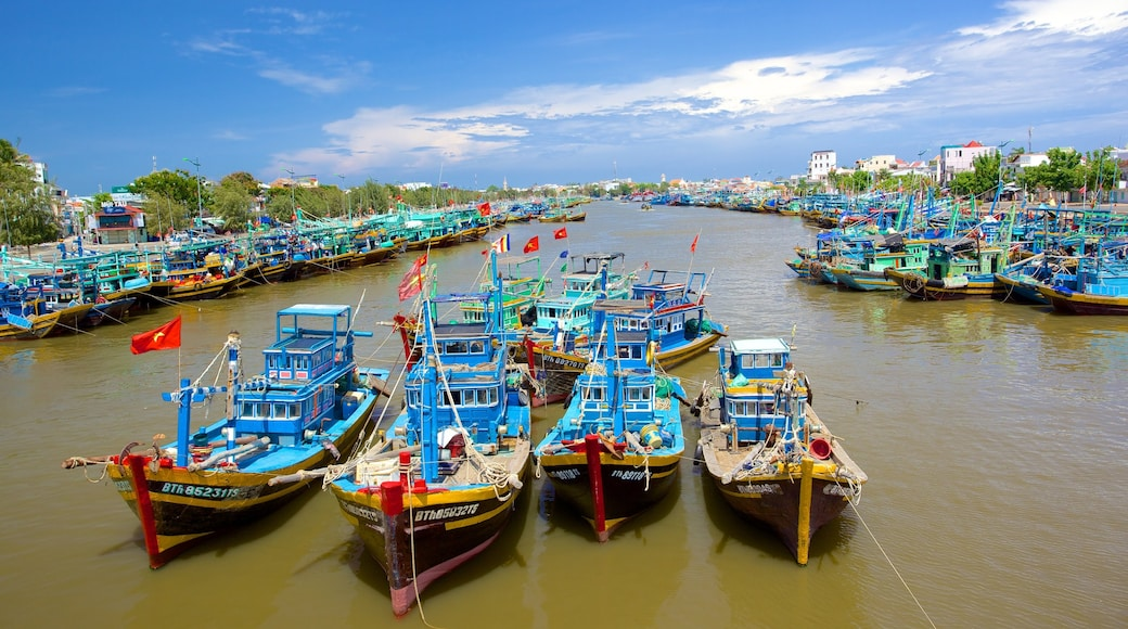 Phan Thiet showing a river or creek, a marina and boating