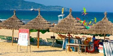 Plage de My Khe qui includes plage et hôtel ou complexe de luxe