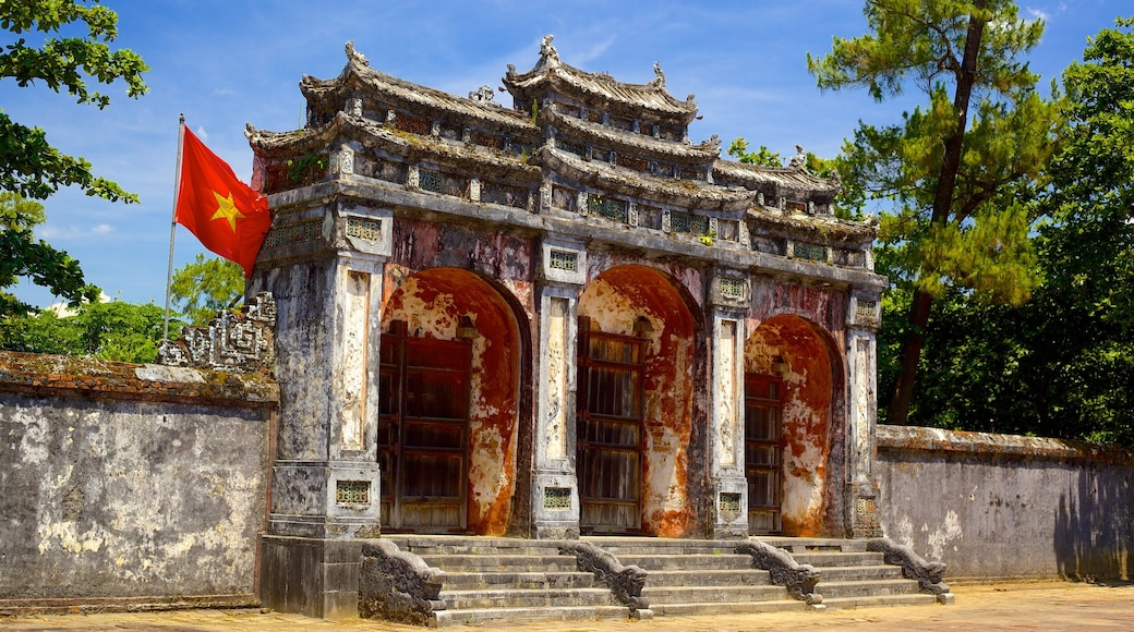 Tomb of Minh Mang which includes heritage elements