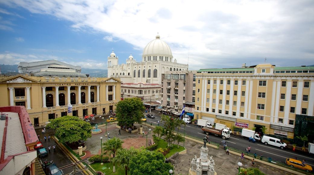 San Salvador showing a square or plaza and city views