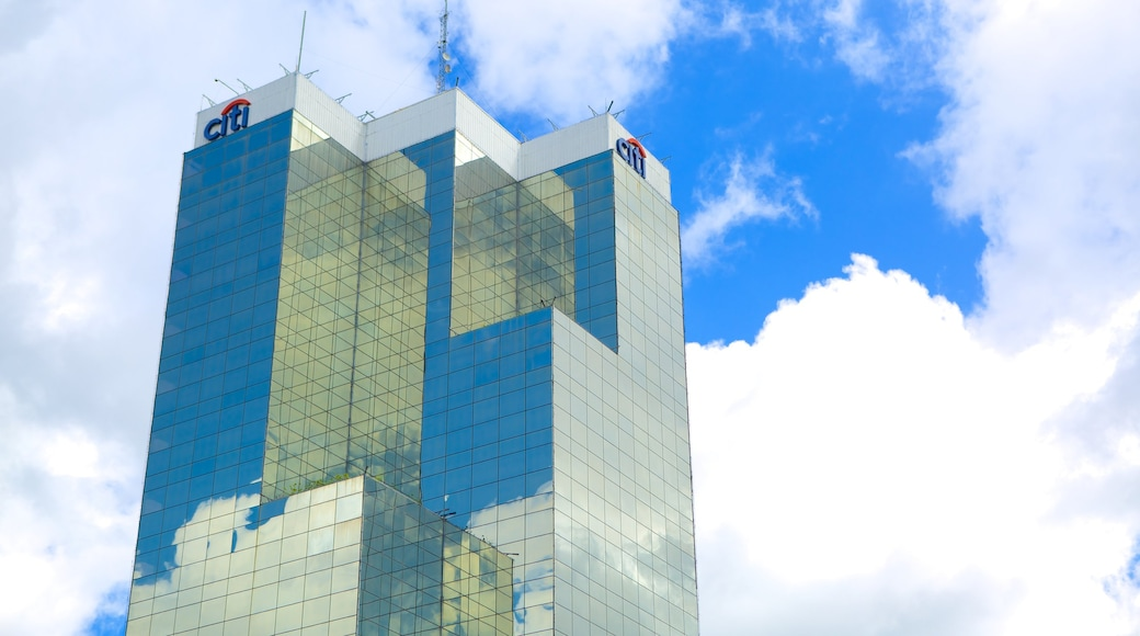 Torre Cuscatlan showing a high-rise building, central business district and modern architecture