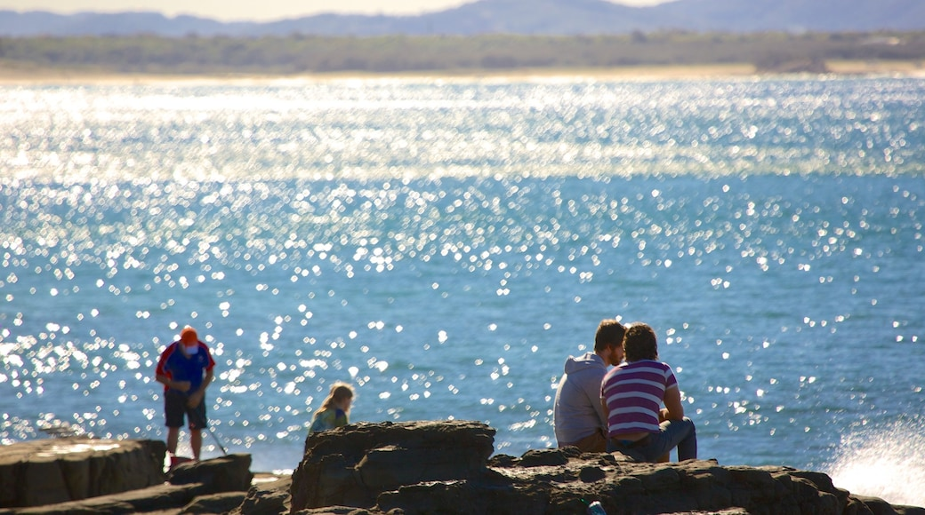 Mooloolaba Beach which includes rugged coastline as well as a large group of people