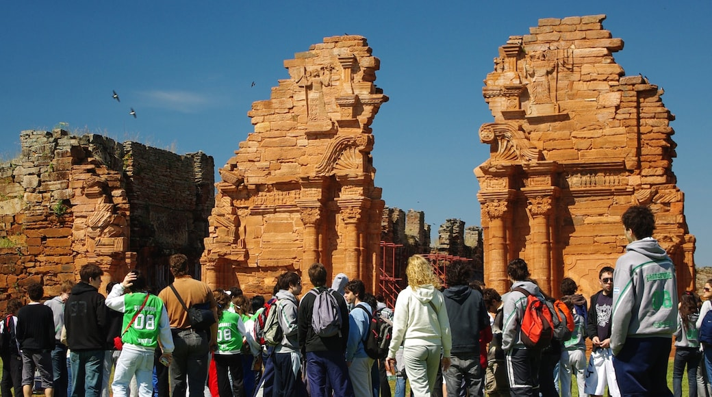 Misiones que incluye arquitectura patrimonial, elementos patrimoniales y ruinas de un edificio