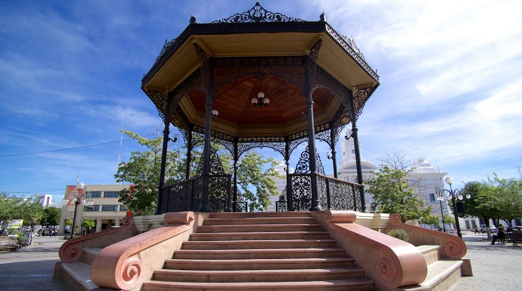 Sonora central que incluye un parque o plaza